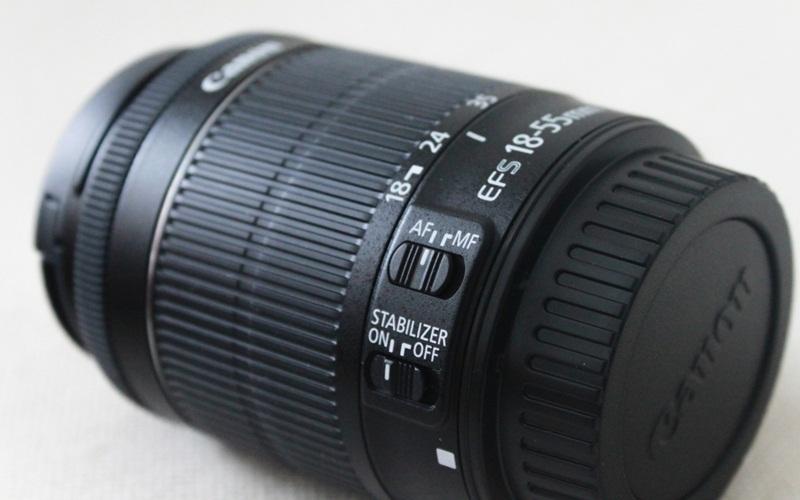 Hình ảnh len kit 18-55mm đi kèm thân máy (body) của Canon 700D