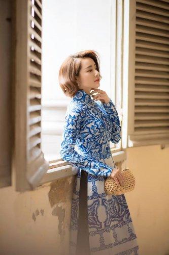 Nhã Phương xinh đẹp nền nã với áo dài họa tiết gạch bông - 05
