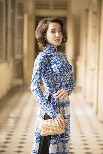 Nhã Phương xinh đẹp nền nã với áo dài họa tiết gạch bông - 07