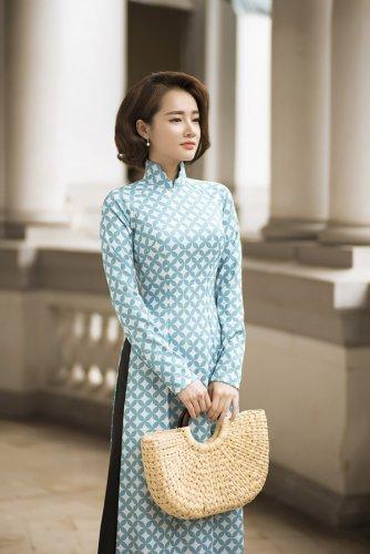 Nhã Phương xinh đẹp nền nã với áo dài họa tiết gạch bông - 08