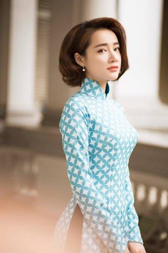 Nhã Phương xinh đẹp nền nã với áo dài họa tiết gạch bông - 09