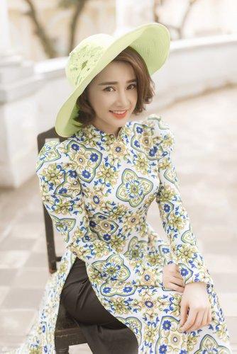 Nhã Phương xinh đẹp nền nã với áo dài họa tiết gạch bông - 10