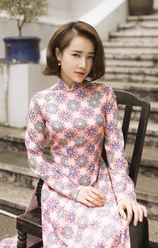 Nhã Phương xinh đẹp nền nã với áo dài họa tiết gạch bông - 12