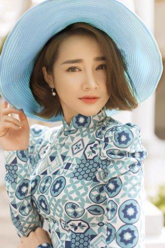 Nhã Phương xinh đẹp nền nã với áo dài họa tiết gạch bông - 13