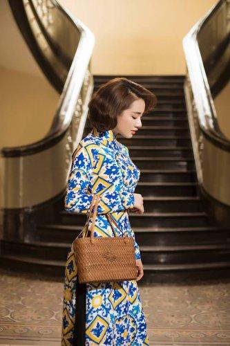 Nhã Phương xinh đẹp nền nã với áo dài họa tiết gạch bông - 14