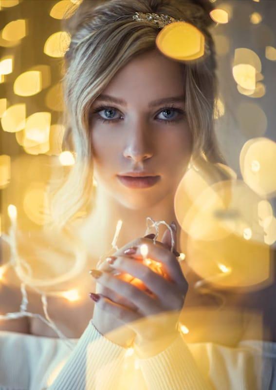 Cách chụp ảnh Giáng Sinh với dây đèn trang trí đẹp lung linh